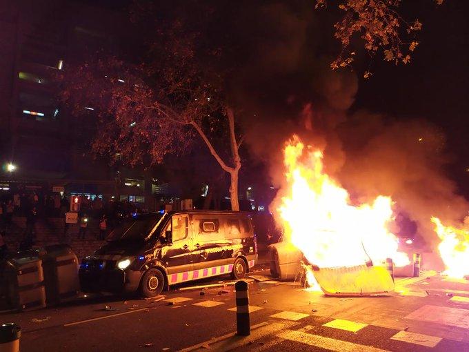 إشتباكات بين متظاهرو تسونامى والشرطة الإسبانية