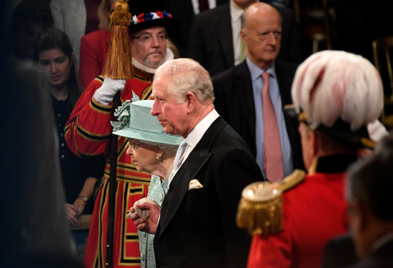 الملكة-اليزابيث-تصل-لمقر-البرلمان