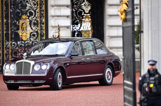 سيارة-الملكة-إليزابيث-تصل-لمقر-البرلمان