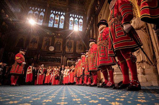 أفراد-احرس-الإحتفالى-أثناء-بدء-افتتاح-الدورة-البرلمانية