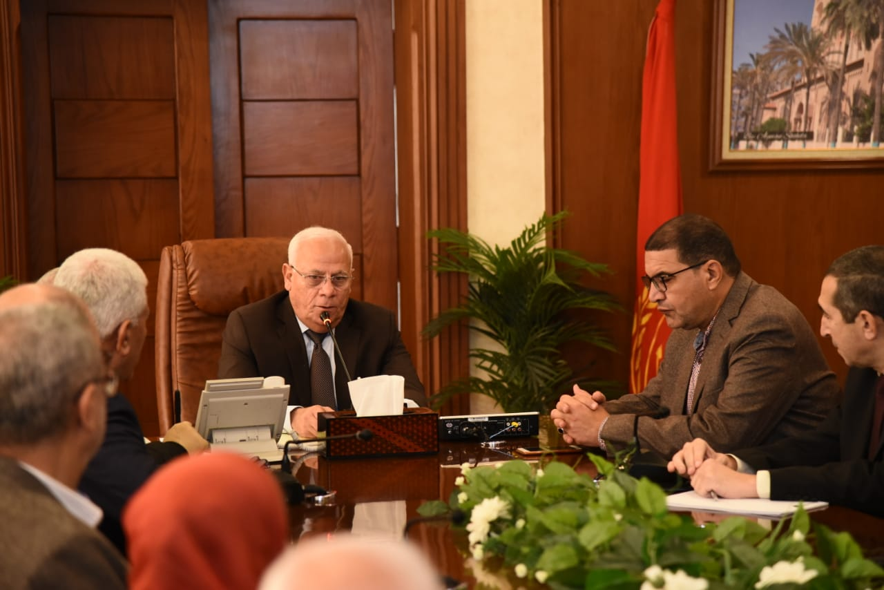محافظ بورسعيد يجتمع بمديرى الإدارات التعليميةلمتابعة سير العملية التعليمية (3)