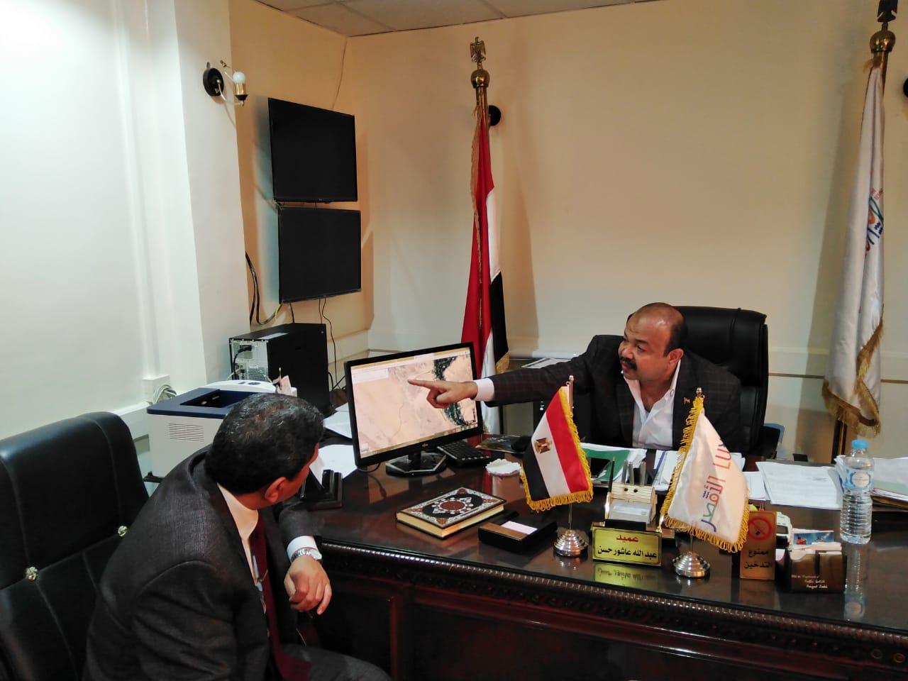 رئيس مدينة أرمنت يلتقي بوفد بنك التعمير والإسكان لإعداد تقارير لمشروع العمارات  (2)