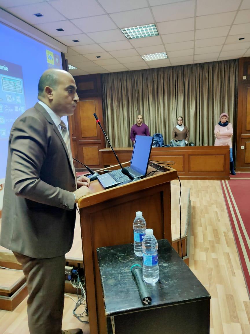 حمدى همام رئيس الإدارة المركزية للمنافذ والوحدات الأثرية بالموانئ المصرية