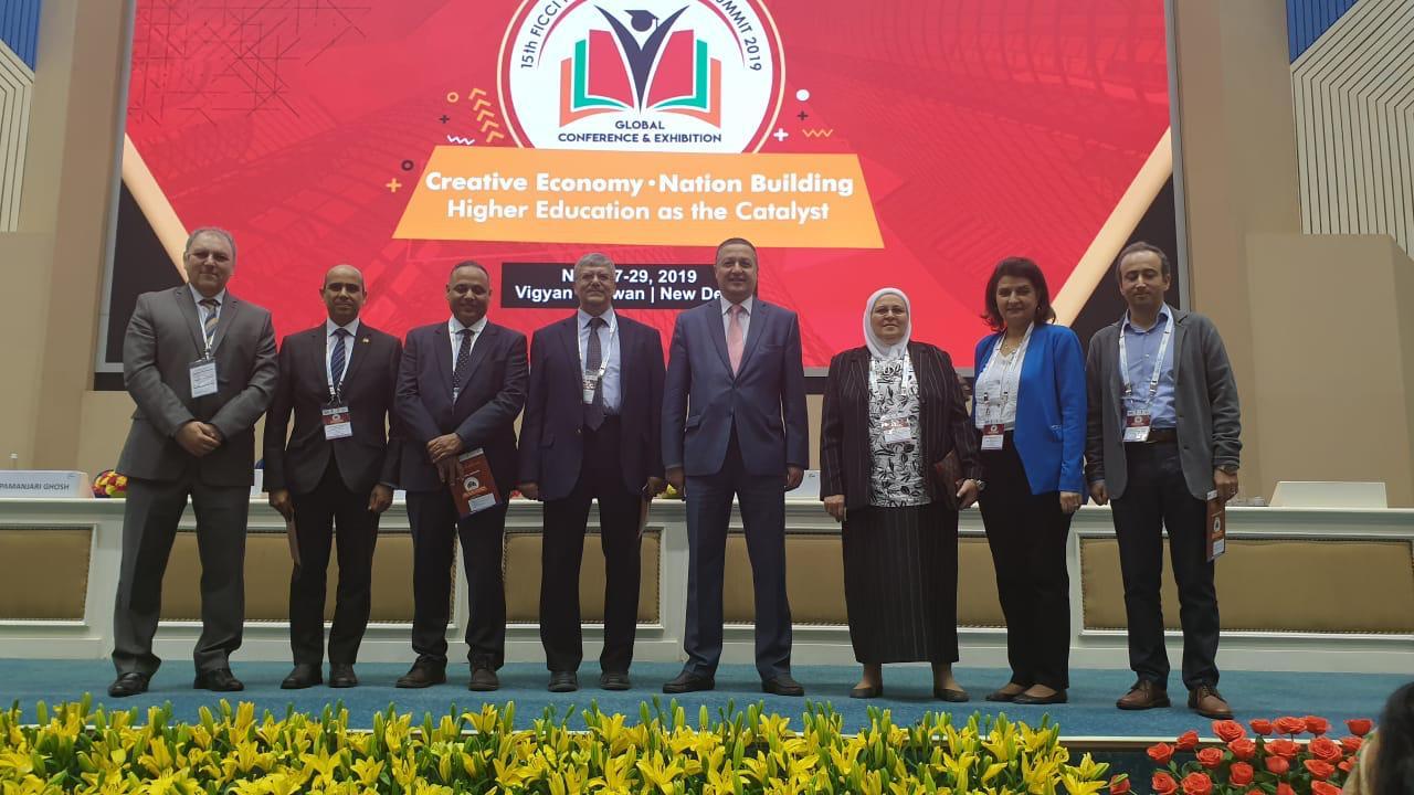 رئيس جامعة بنها يشارك بمؤتمر قمة التعليم العالى بالهند (7)