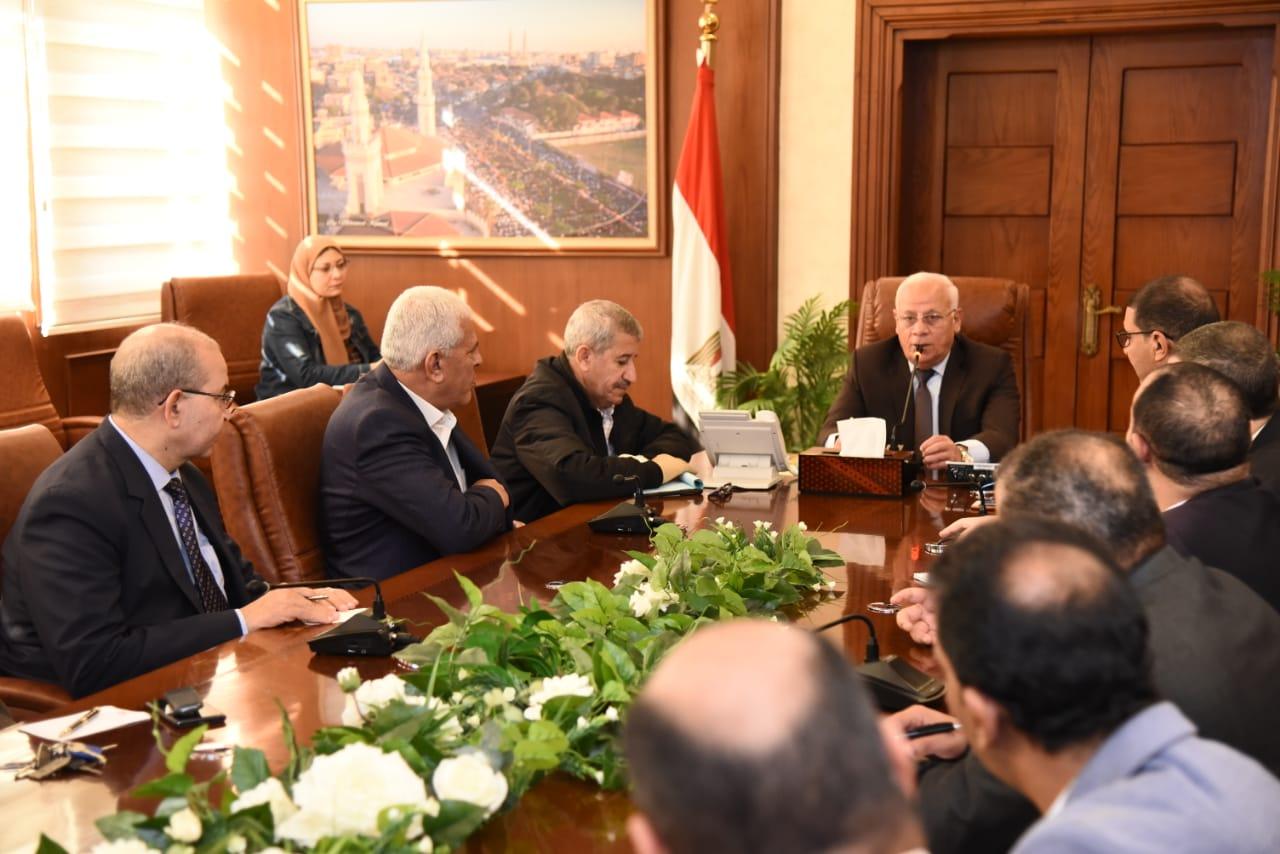 محافظ بورسعيد يجتمع بمديرى الإدارات التعليميةلمتابعة سير العملية التعليمية (2)