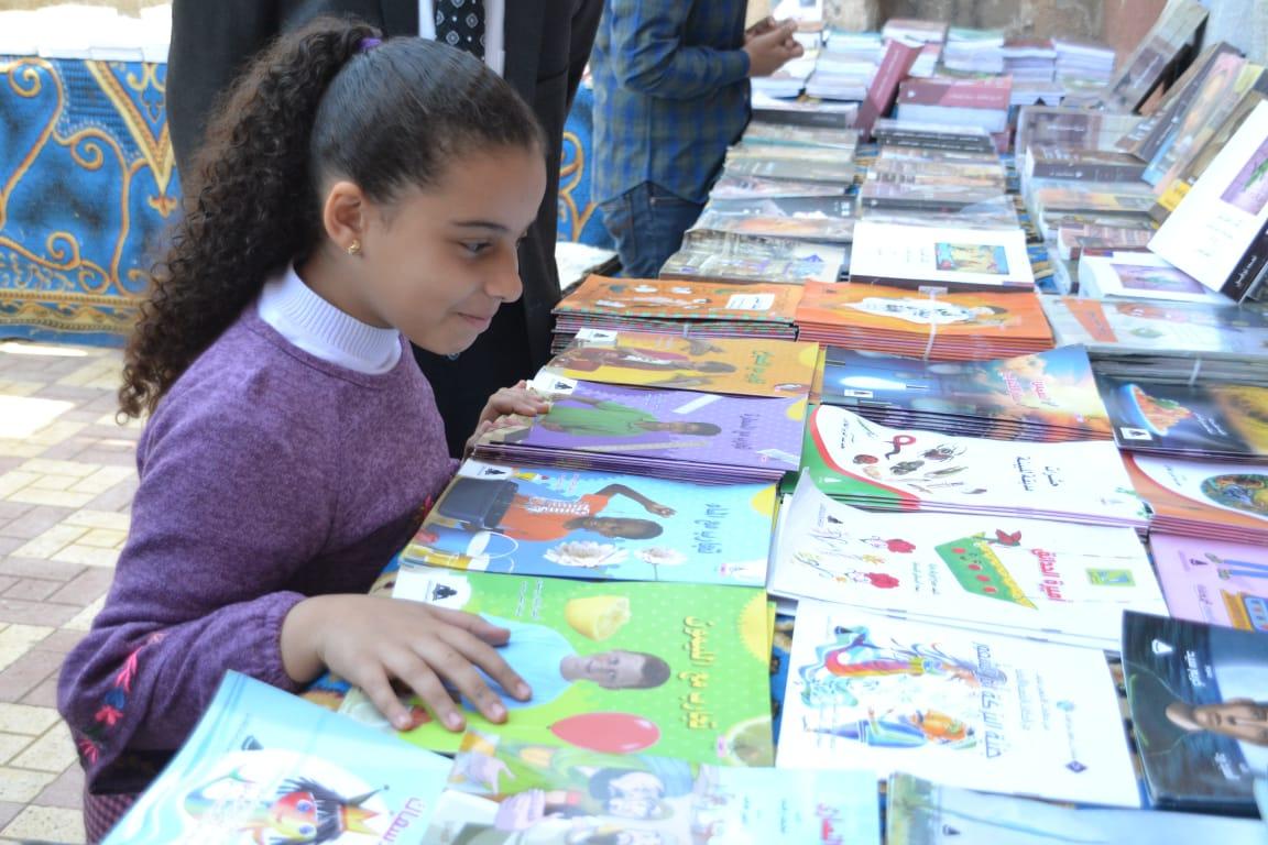 افتتاح معرض الكتاب بقرية فى الصعيد  (1)