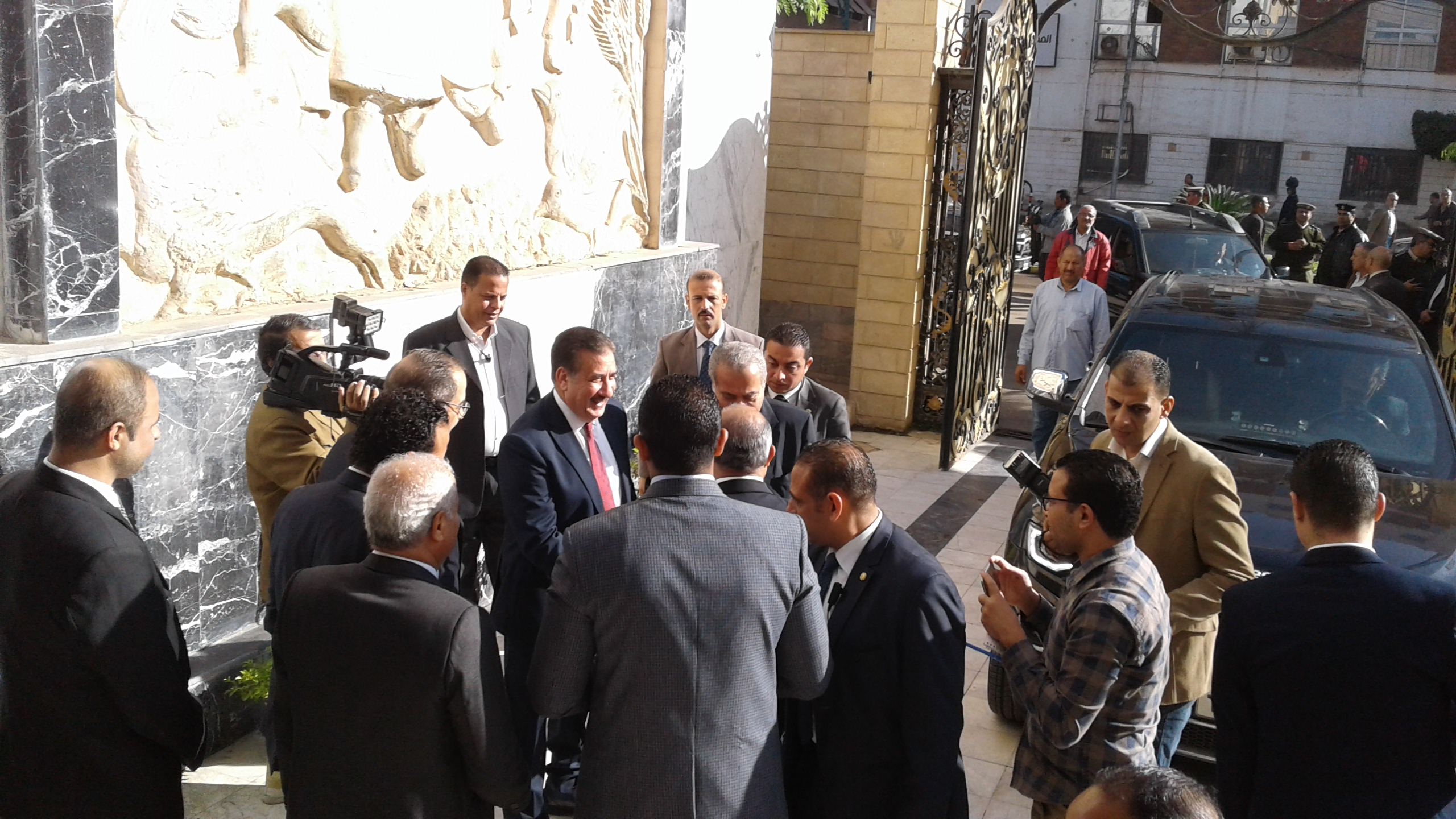 محافظ المنوفية يستقبل وزير التموين لوضع حجر اساس مشروع دلتا لاند مارك (4)