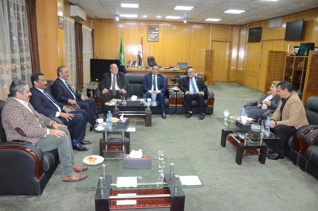 لقاء محافظ الإسماعيلية بنواب البرلمان (1)