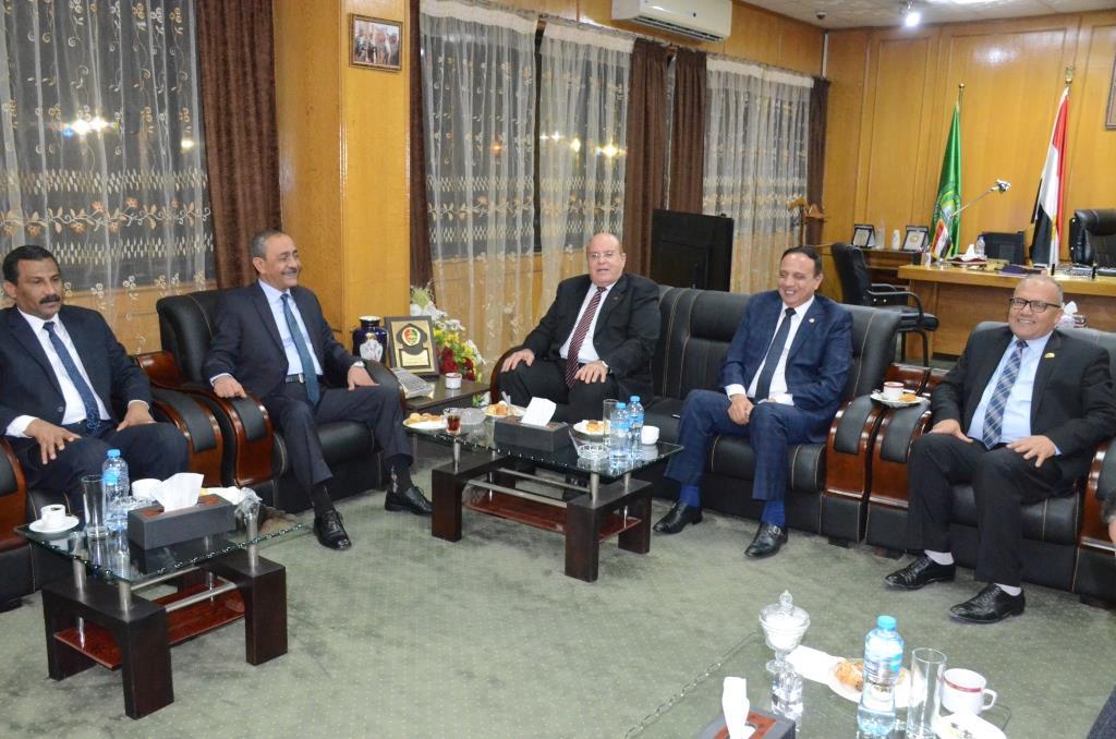 لقاء محافظ الإسماعيلية بنواب البرلمان (2)