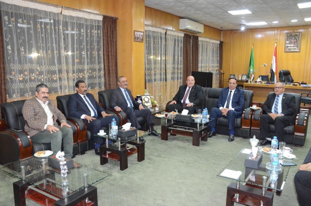 لقاء محافظ الإسماعيلية بنواب البرلمان (5)