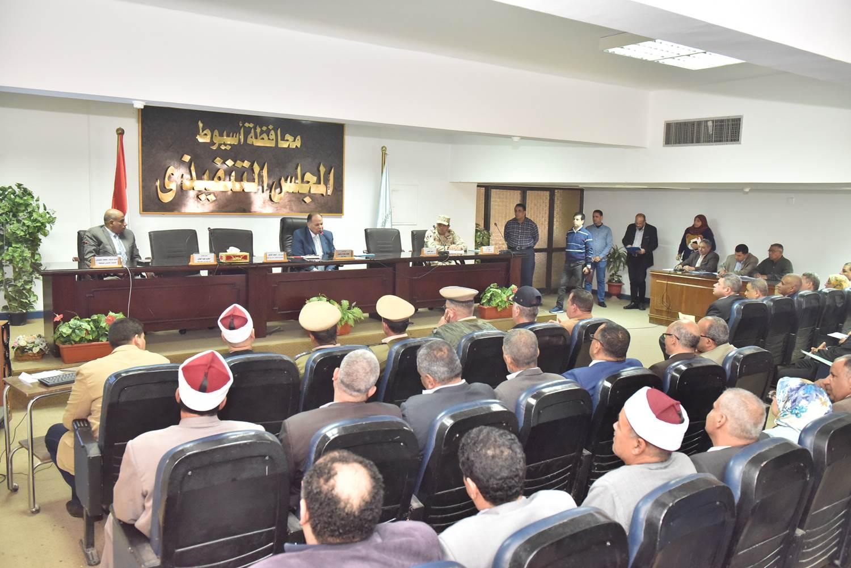 أول اجتماع مع أعضاء المجلس التنفيذي (4)