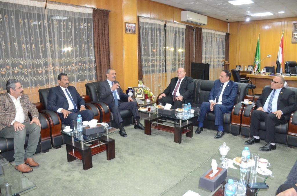 لقاء محافظ الإسماعيلية بنواب البرلمان (3)