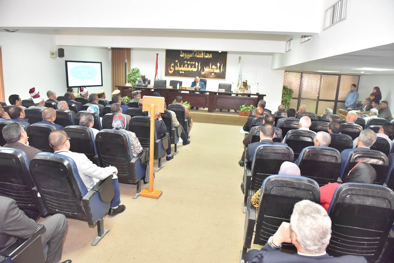 أول اجتماع مع أعضاء المجلس التنفيذي (7)