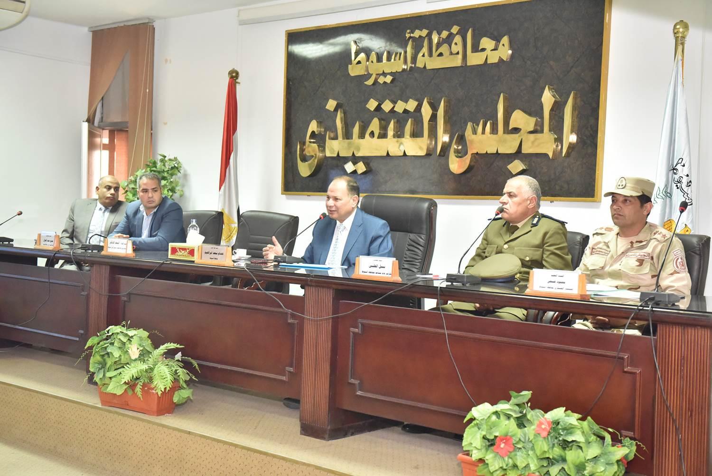 أول اجتماع مع أعضاء المجلس التنفيذي (8)