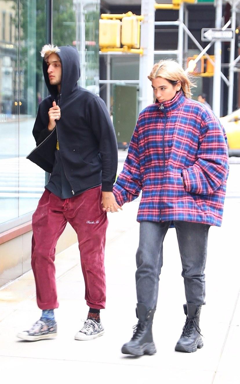 الزوجين الشهيرين يواجهان برد الشتاء بطريقتهما