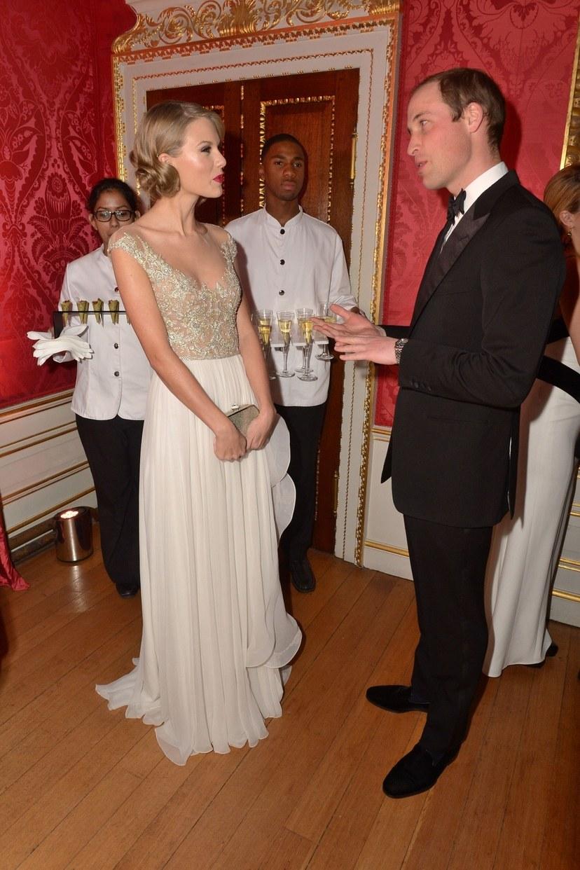 تايلور سويفت مع الأمير وليام في قصر كينسينجتون