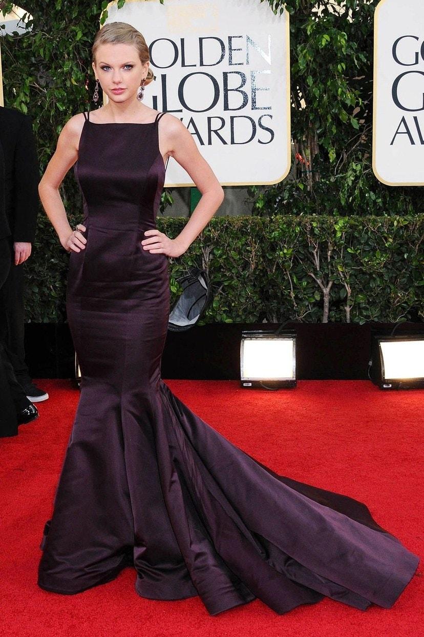 تايلور سويفت في حفل جوائز جولدن جولب بثوب دونا كاران