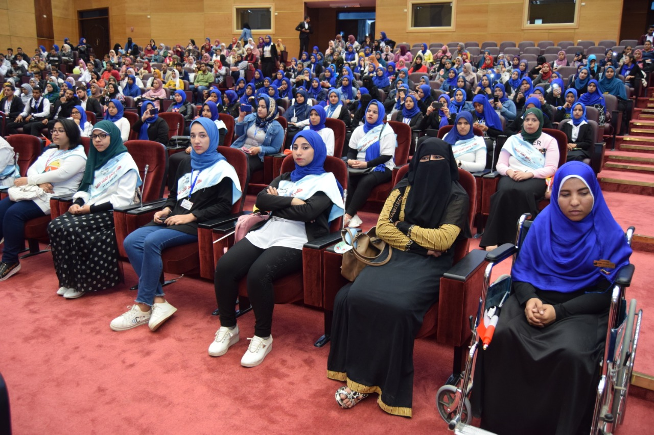 جامعة سوهاجتحتفل باليوم العالمي لذوي الاحتياجات الخاصة (13)