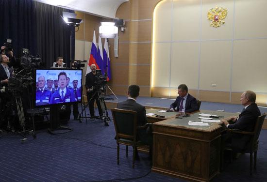 بوتين-يتابع-كلمة-مدير-المشروع