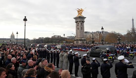 الموكب-يجوب-باريس