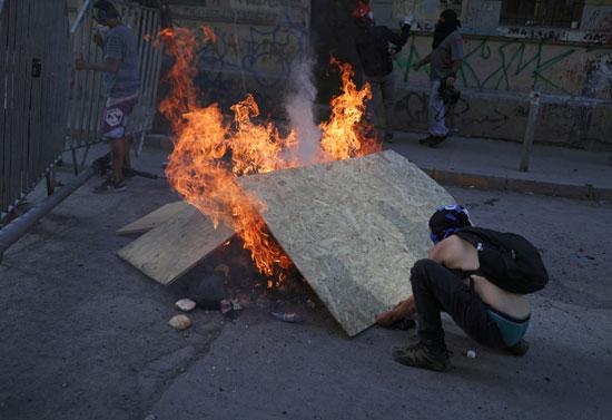 جانب من المواجهات مع الشرطة فى تشيلى