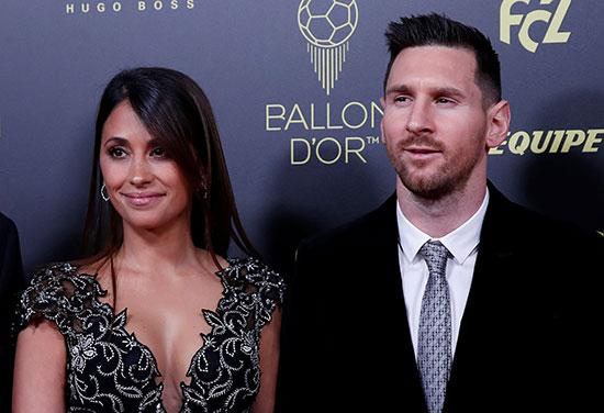 ليونيل ميسي وزوجته وأنطونيلا روكوزو