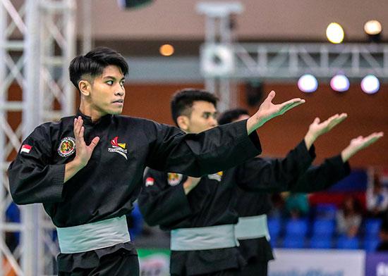 اللاعب السنغافورى محمد نصر خلال المنافسات
