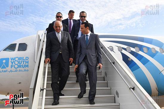 رئيس البرلمان و المين العام و رئيس لجنه الشئون الافريقيه