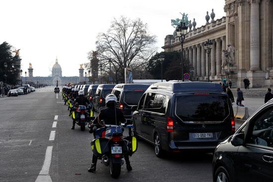 سيارات-تحمل-نعوش-الجنود-الفرنسيين