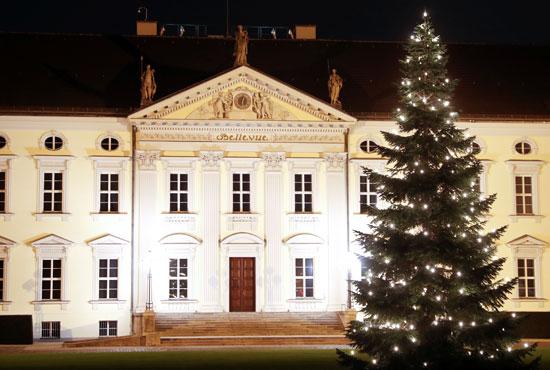 شوارع ألمانيا تتزين بأشجار عيد الميلاد