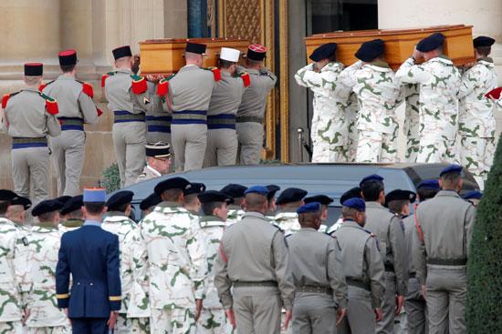 جنود-الجيش-يشاركون-فى-تأبين-زملائهم