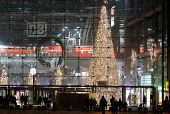 اضاءة شجرة عيد الميلاد