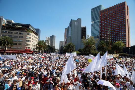 الآلاف يتظاهرون فى المكسيك