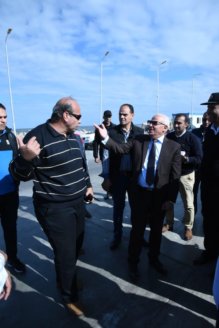 محافظ بورسعيد يتابع سير العملبمنفذ الجميل ببورسعيد (5)
