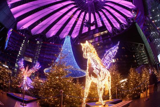 المصابيح الملونة احتفالا بالكريسماس