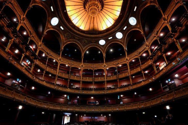 سقف المسرح