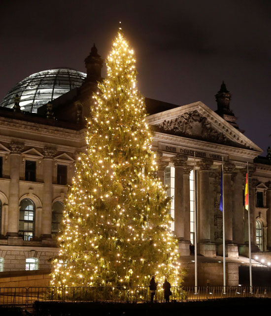 اضاءة شجرة عيد الميلاد بألمانيا