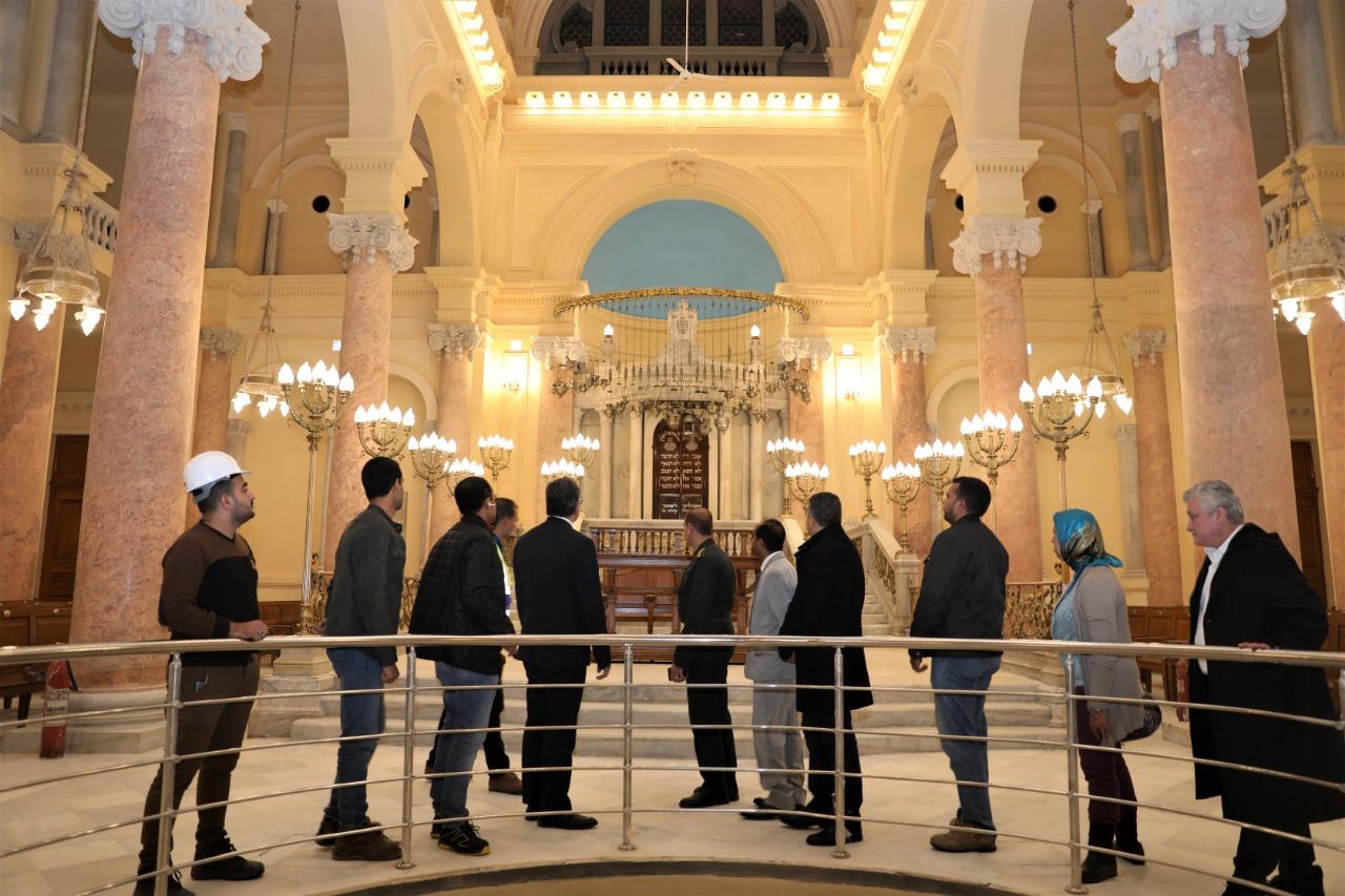 خلال زيارة المعبد (2)