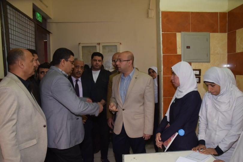 محافظ بني سويف  يتفقد مستشفى سمسطا (2)