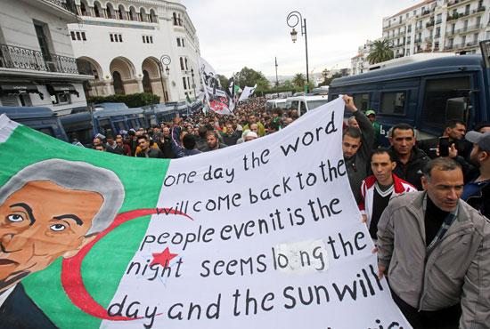 المئات يحتجون فى الجزائر