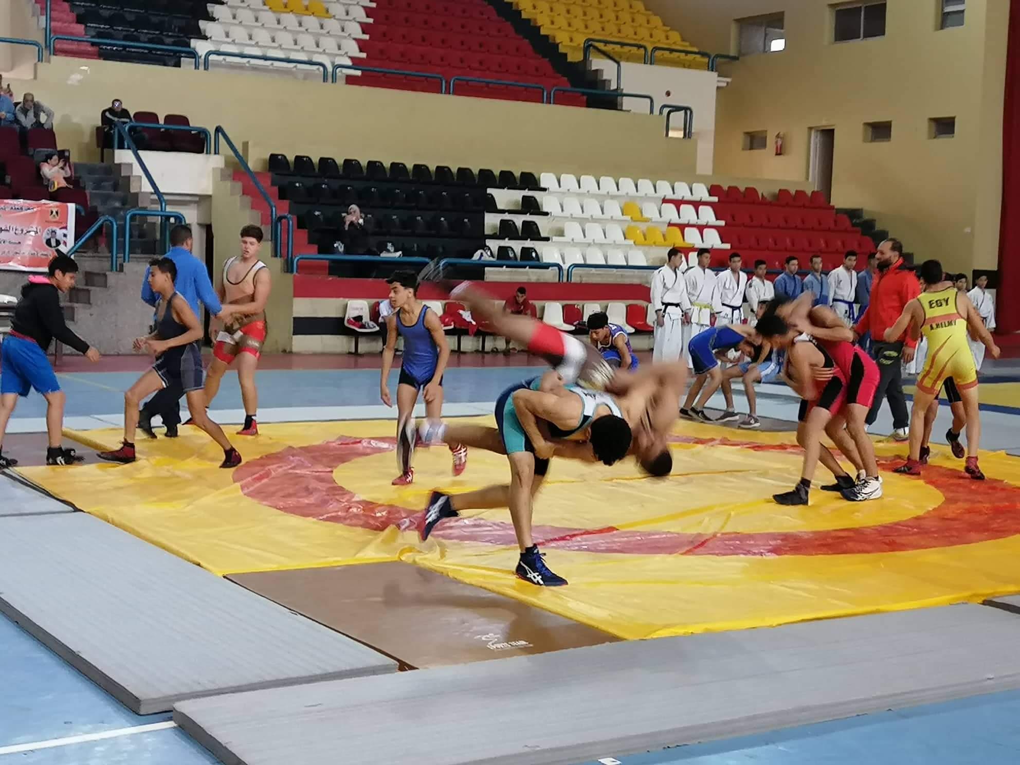 وزير الشباب يتابع عروض الجودو والمصارعة (2)