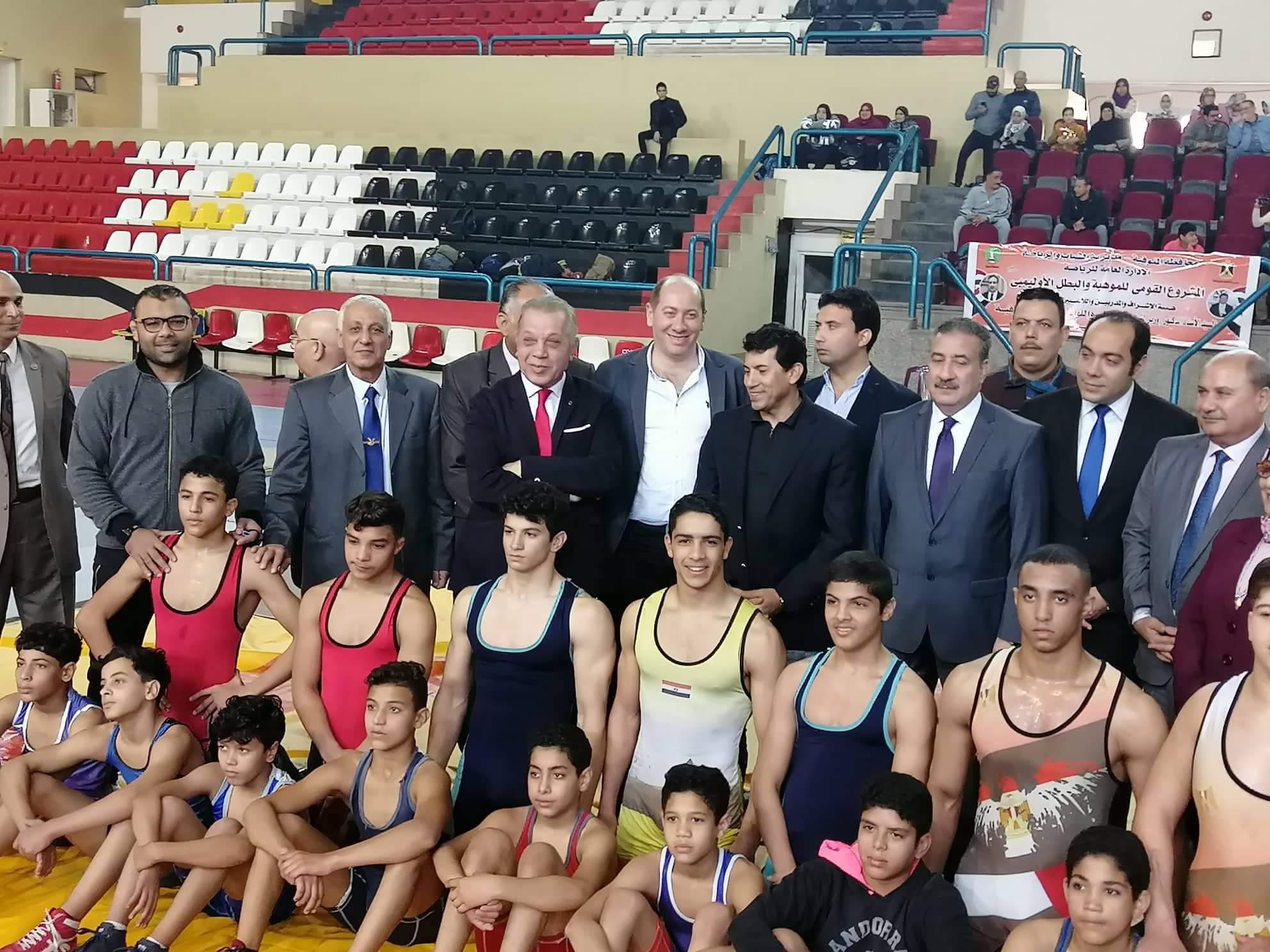 وزير الشباب يتابع عروض الجودو والمصارعة (4)