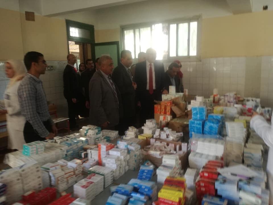 قافله طبية وتوزيع مساعدات مادية (2)
