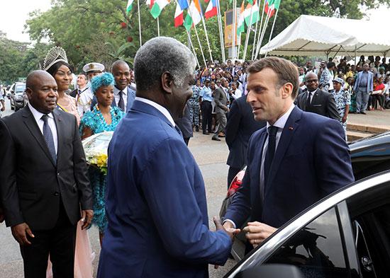 روبرت بوجري حاكم منطقة أبيدجان يرحب بالرئيس الفرنسي إيمانويل ماكرون