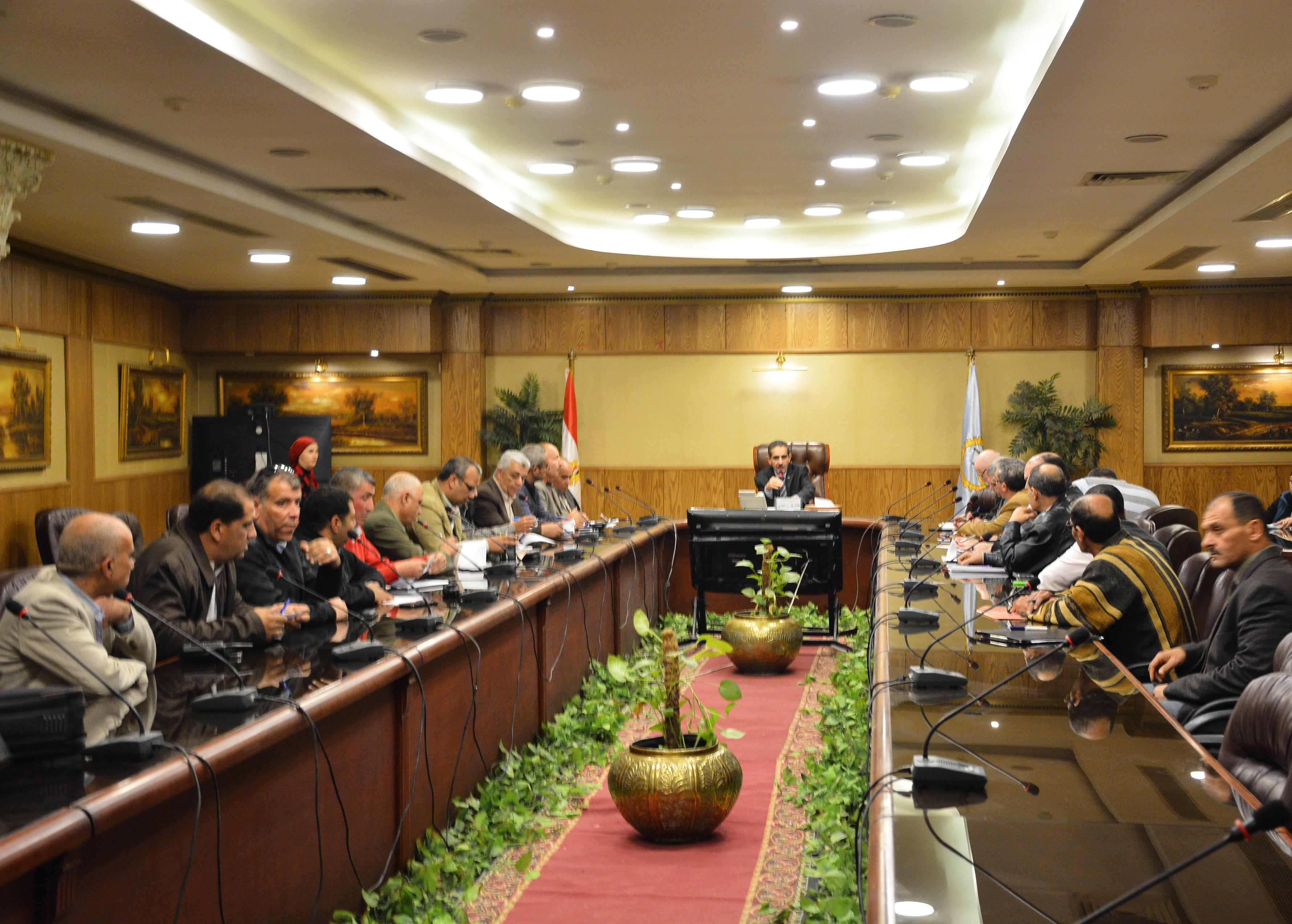 اجتماع برئاسة محافظ الغربية وبحضور رؤساء المدن والأحياء ووكلاء الوزراء (1)