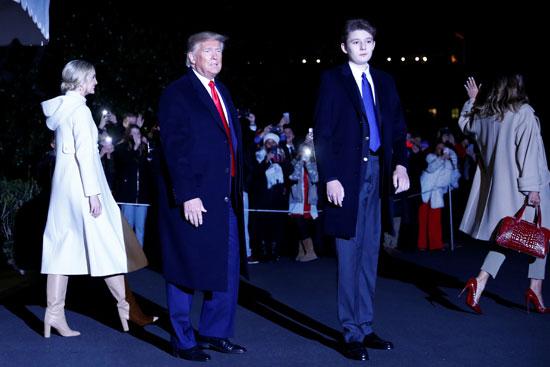 صورة تجمع ترامب وابنه وإيفانكا وميلانيا ترامب