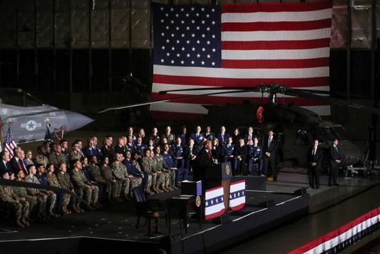 ترامب بقاعدة عسكرية أمريكية