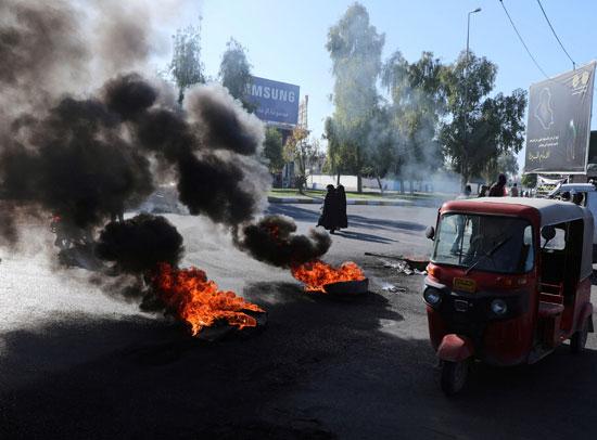 49831-المتظاهرون-يشعلون-الاطارات
