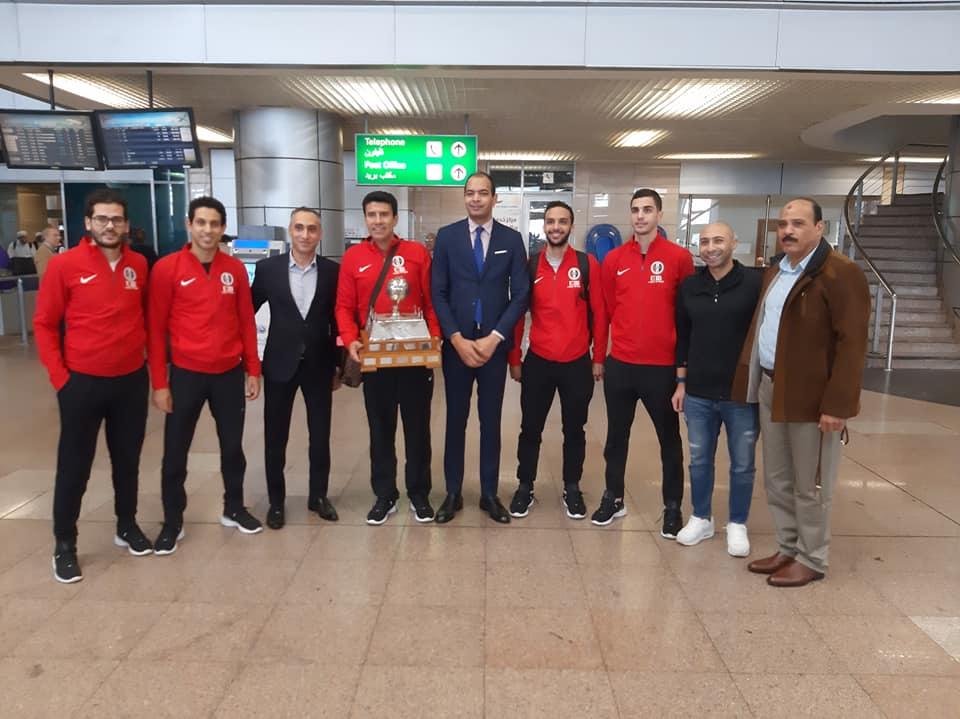 منتخب الاسكواش مع مندوبي وزارة الرياضة