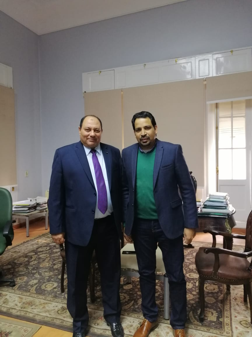 الدكتور مصطفى الصياد نائب وزير الزراعة والزميل عز النوبى (2)